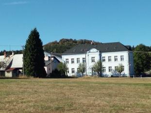 Nobilis budova, V hora, Czech